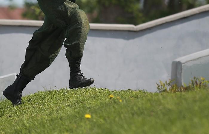 Вооруженный солдат сбежал из части в Кировской области
