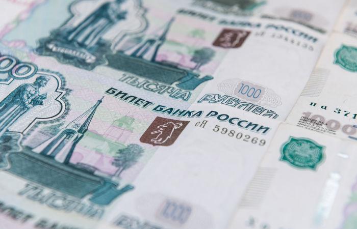 Рубль утром почти не меняется к доллару и евро на фоне неоднозначных внешних сигналов