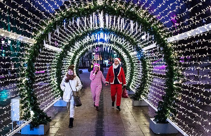 Новогодние каникулы в 2022 году у россиян пройдут с 1 по 9 января