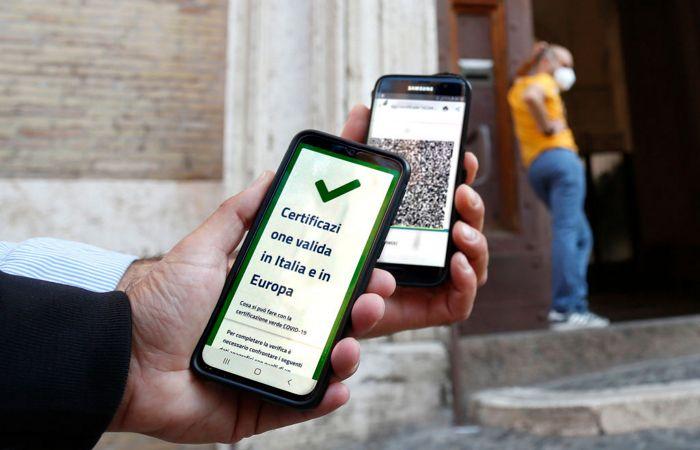 Власти Италии сделали COVID-паспорт обязательным для всех работников