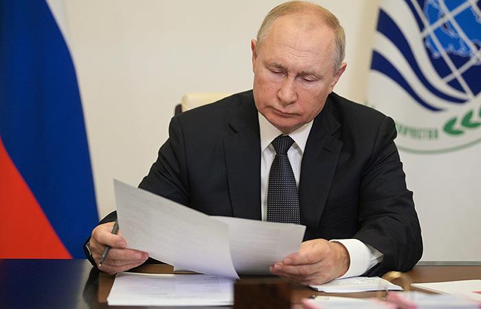 Путин продлил на 2022 год действие продовольственного эмбарго РФ