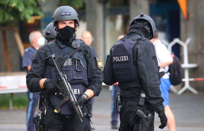 Вооруженный человек взял в заложники трех пассажиров автобуса в Германии