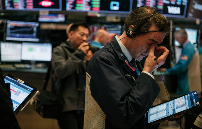 Падение S&P 500 и Nasdaq в понедельник стало сильнейшим с мая
