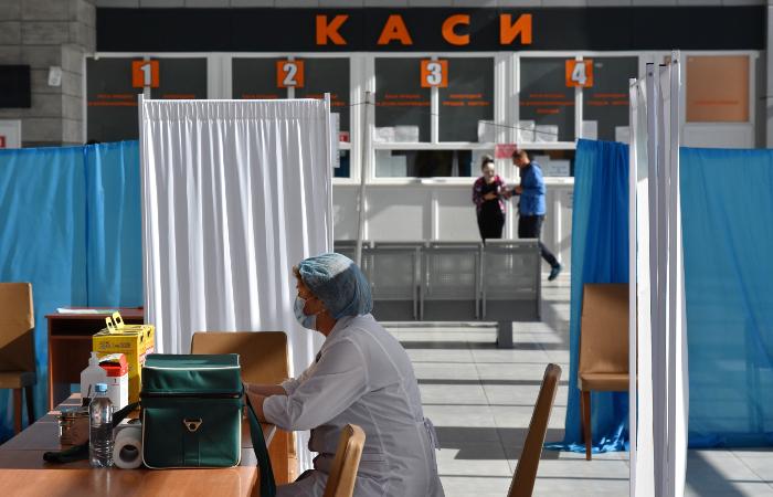 На Украине допустили введение обязательной вакцинации от COVID-19