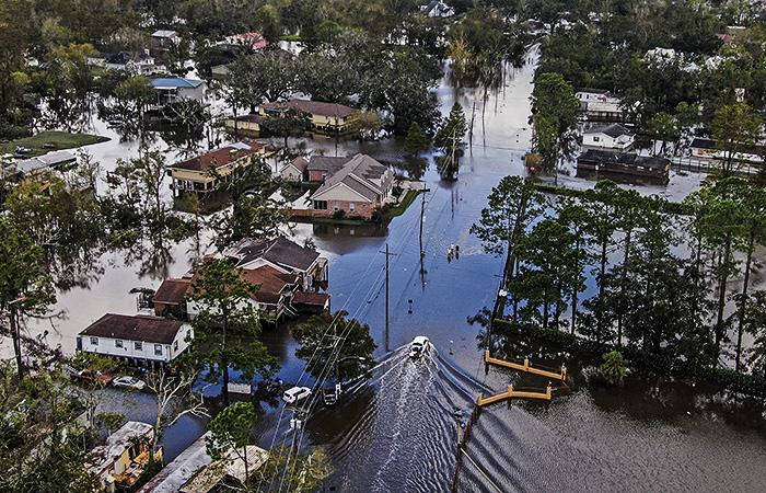 """Ущерб от урагана """"Ида"""" может обойтись страховщикам в США минимум в $31 млрд"""