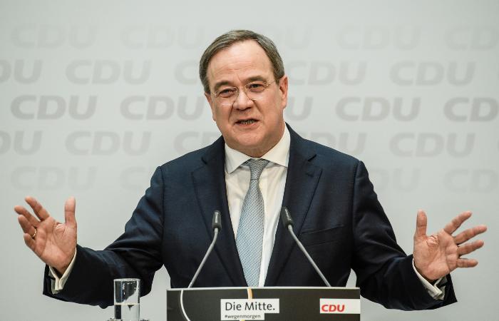 """Кандидат в канцлеры ФРГ от партии Меркель одобрил запуск """"Северного потока 2"""""""