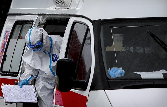 В России за сутки умерли 828 больных COVID-19