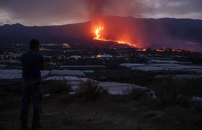 Лава вулкана на Пальме подошла на расстояние 800 метров от океана