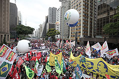 Протестующие в Бразилии потребовали импичмента президента