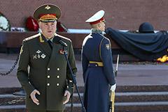 Избранный депутатом замминистра обороны Картаполов уволен с военной службы