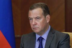 """Медведев назвал бессмысленными контакты с Киевом до появления """"вменяемого руководства"""""""