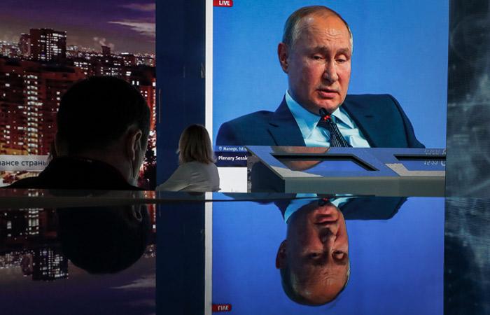 Президент РФ не согласился с мнением, что демократия в стране умерла