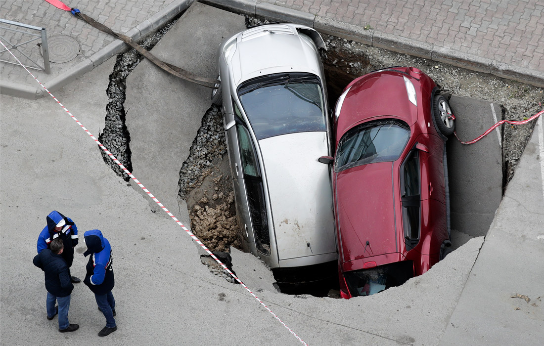 Провал асфальта в Новосибирске