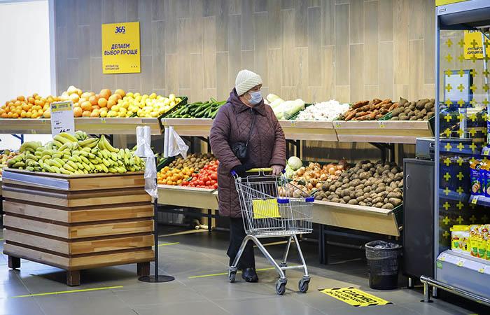 Ритейлеры с августа снизили средние наценки на социально значимые продукты на четверть
