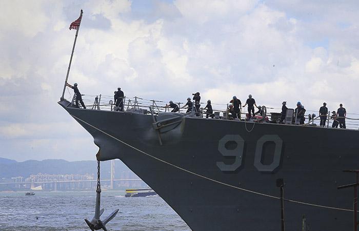 Российский корабль не дал эсминцу США нарушить границу РФ в Японском море