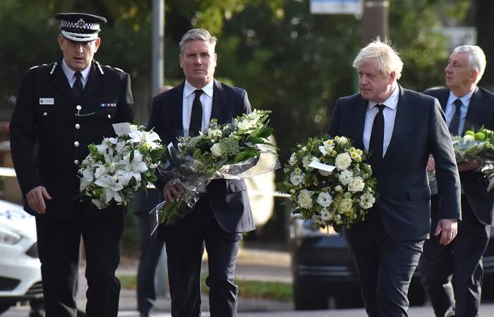 Борис Джонсон почтил память убитого депутата в Эссексе