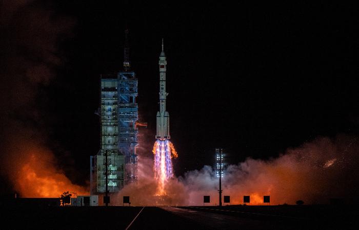 """Корабль """"Шэньчжоу-13"""" успешно состыковался с китайской космической станцией"""