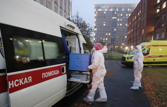 В Петербурге увеличили число коек для больных COVID-19