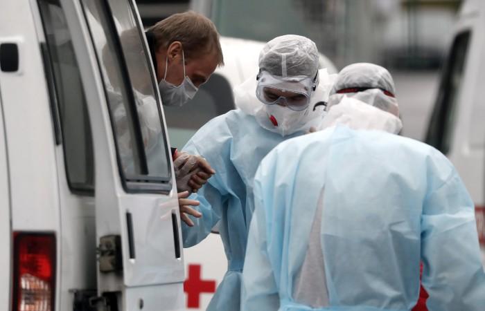 В России число новых случаев COVID за сутки впервые превысило 34 тысячи