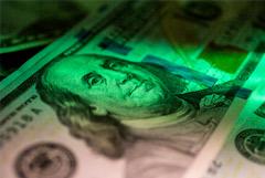 Доллар опустился ниже 70 рублей впервые с июня 2020 года