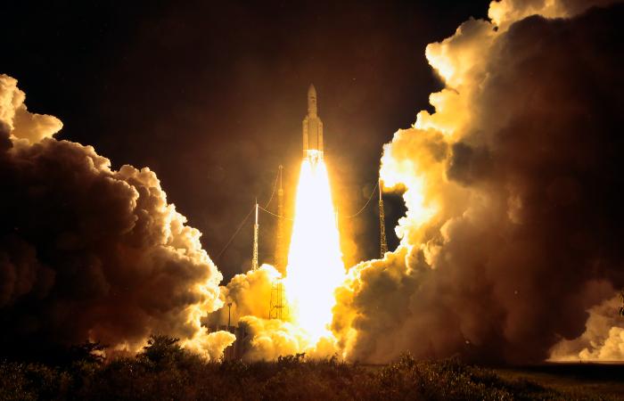Ракета Ariane-5 вывела на орбиту французский военный космический аппарат и спутник связи
