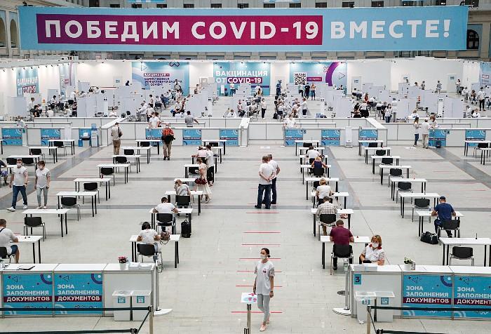 Анна Попова посоветовала нерабочие дни использовать для вакцинации