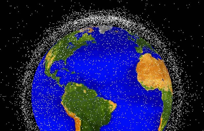 Российский генконструктор предупредил о критических рисках из-за мусора в космосе