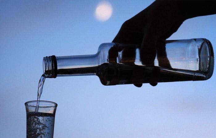 Производители алкоголя предложили усилить контроль за самогоноварением в РФ