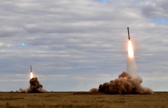 """Сеул заявил о сходстве запущенных КНДР ракет и российских """"Искандеров"""""""