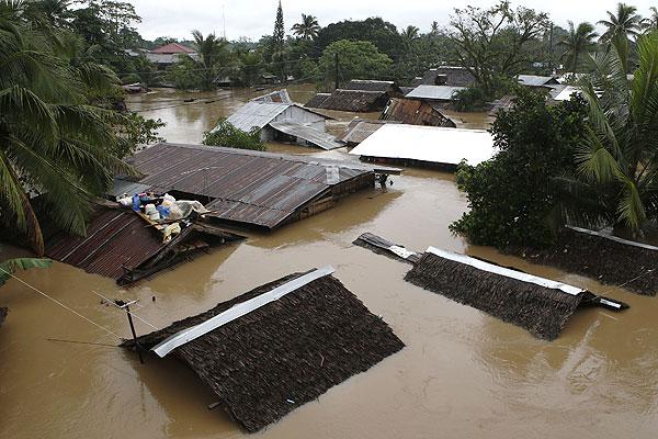 Вид на затопленную деревню Бутуан на острове Минданао.